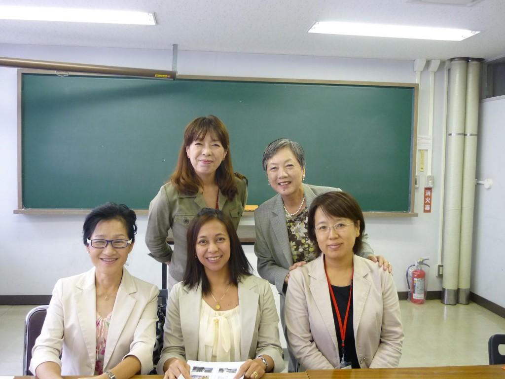 宋さん、プレシーラさん、司会の李さん、コーディネーターの真鍋さんと記念撮影2013.9.28
