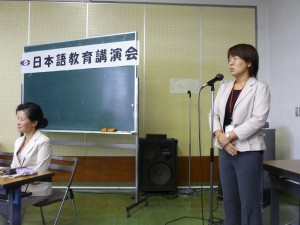 l講演会の司会は、中国から来た李さんです(国際交流協会職員)