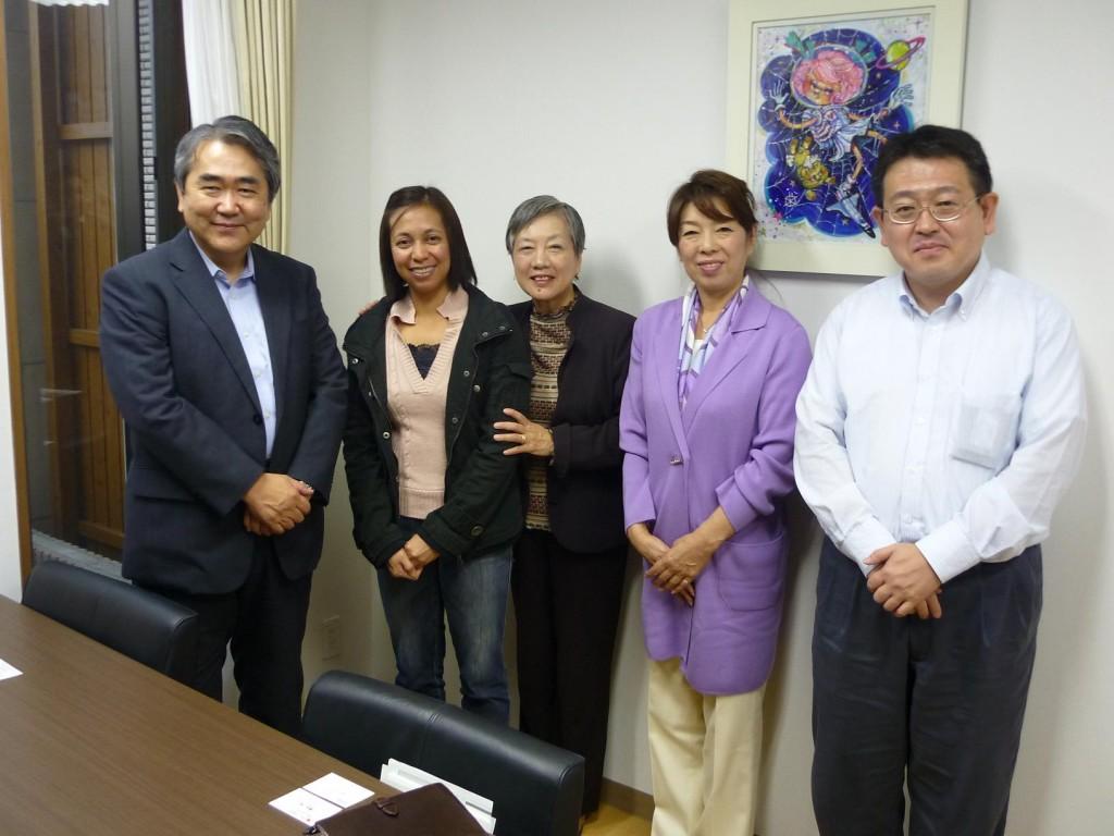 本部を訪問:上村会長[一番左】とご一緒に