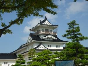 街中にある富山城