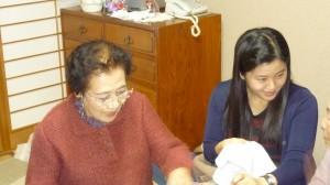 キムさんも布巾作りに挑戦