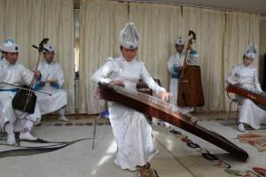 モンゴルの伝統楽器を使った演奏会の様子