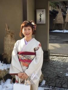 冬美さん、「金勇」の前で(2016.1.24)