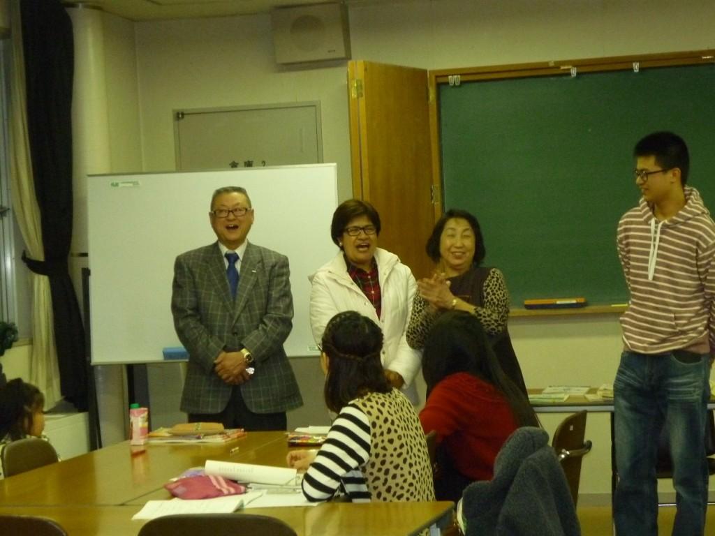 日本語教室で家族揃って報告