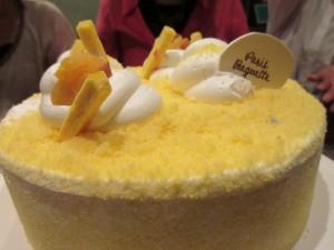 バースデーケーキは、韓国ならではの「コグマ(さつま芋)のケーキ」です。とっても美味しかったです!