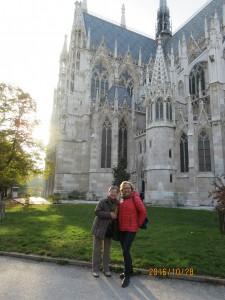 ヴォティーフ教会で:朝の散歩で知り合ったオーストリア人と