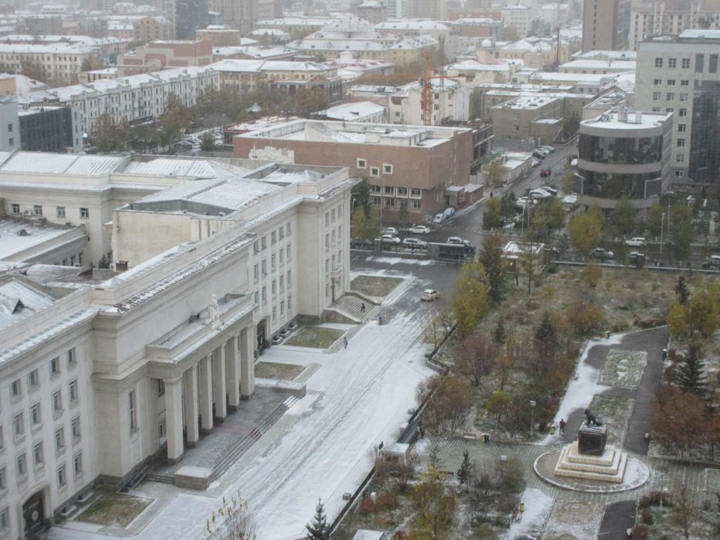 ウランバートルは、着いた日(10月3日)は、15度。そして、翌々日の朝は、マイナス5度で、雪景色でした。
