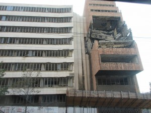 1999年にNATOの空爆を受けたビルが残っていました。セルビアのさまざまな歴史を感じさせます。