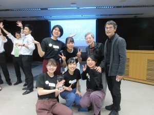 明治大学チームは、中野にあり、イーストウエスト日本語学校とは、いろいろな活動を通して交流があります。
